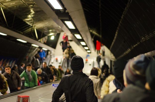 通勤時のストレス対策!満員電車のイライラ解消で仕事や人間関係がうまくいく